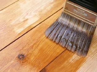 Способы покраски деревянного пола
